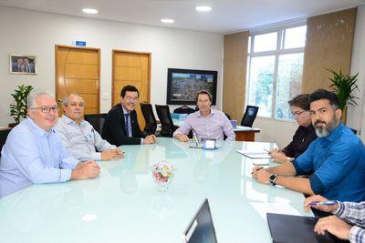 Reitor visita Saneago e discute parcerias entre as instituições