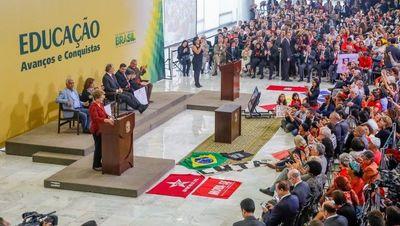 Dilma anuncia criação de duas universidades em Goiás