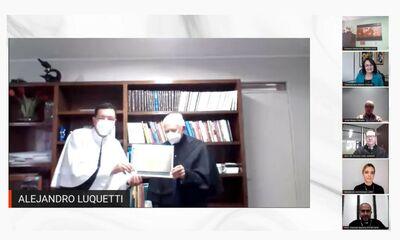 Entrega do diploma de professor emérito à Alejandro Luquetti