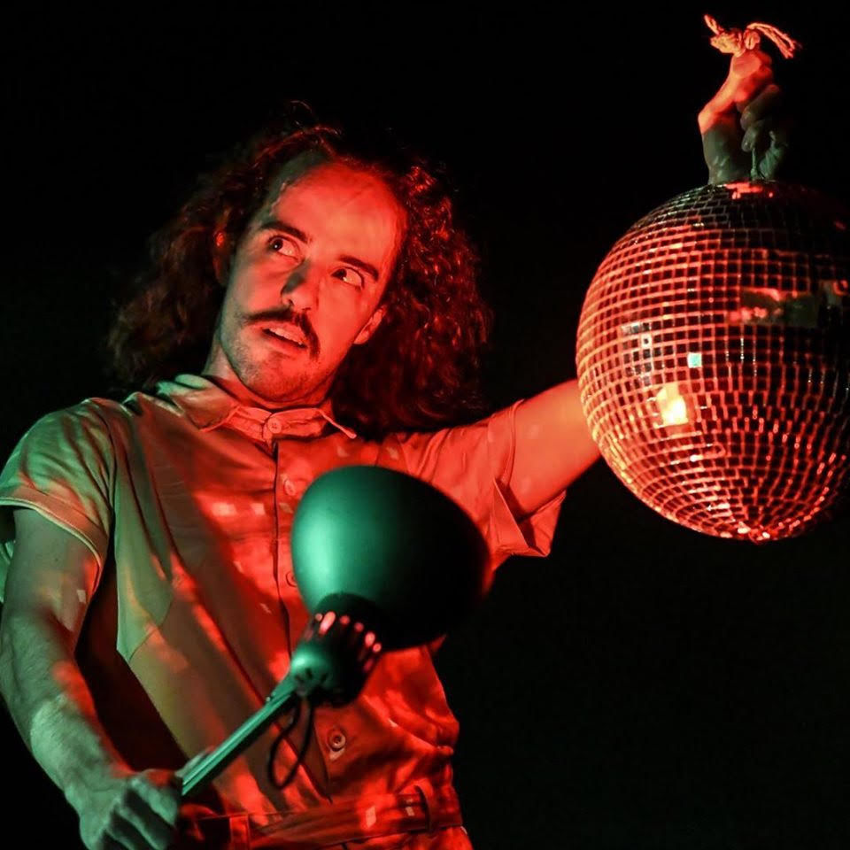 "Ateliê do Gesto apresenta ""Dança Boba"""