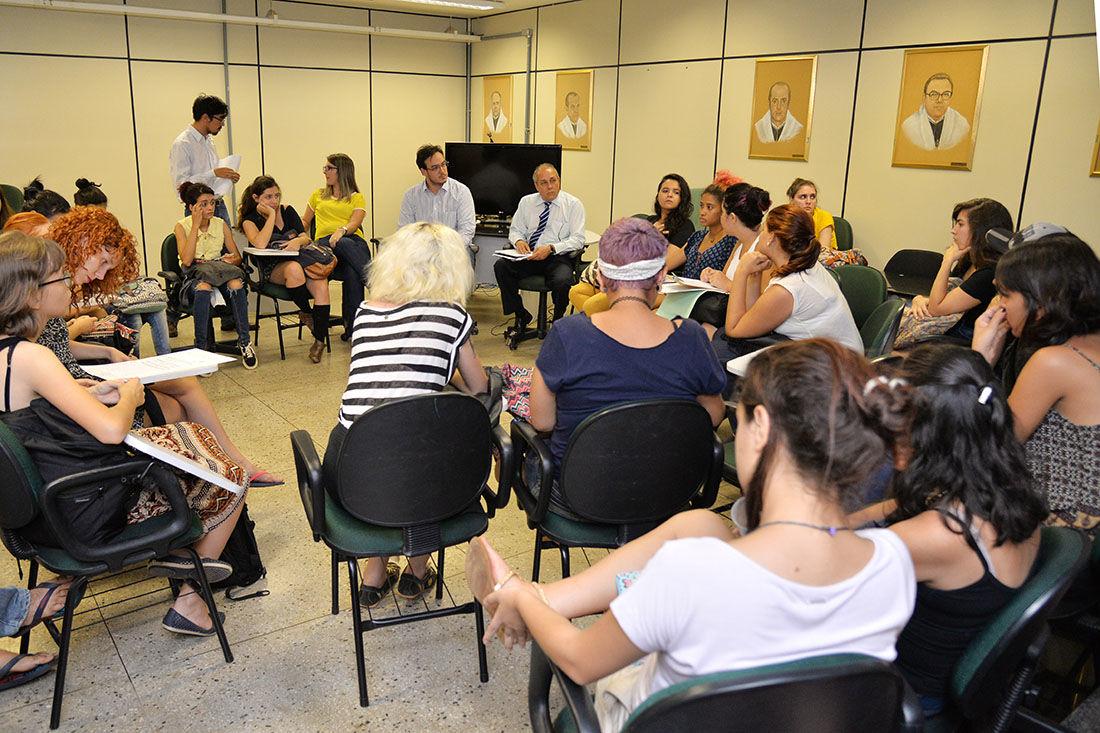 Estudantes denunciam casos e receberam orientações da Reitoria (Fotos: Carlos Siqueira)