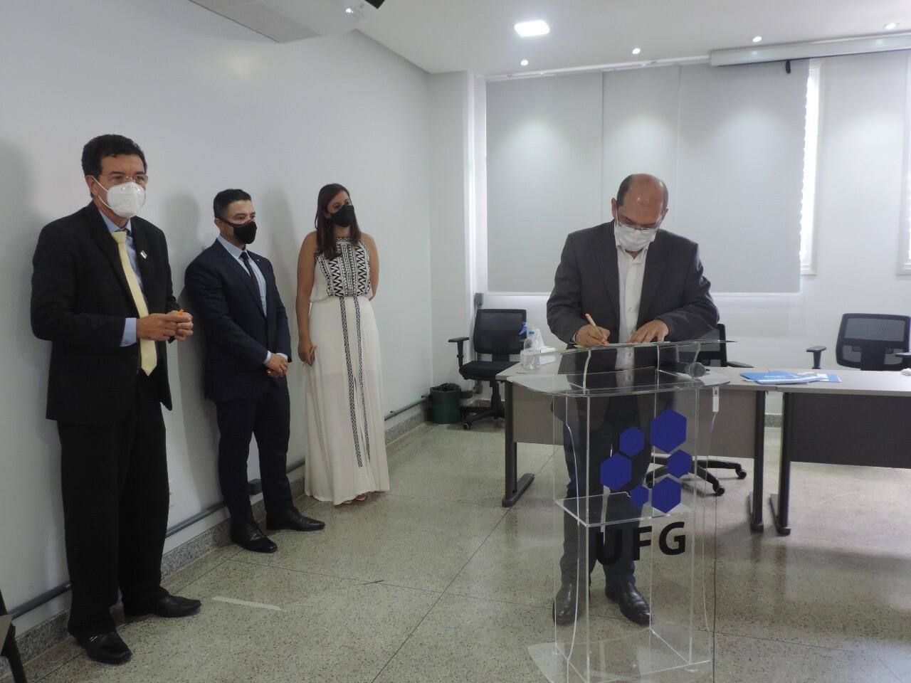 UFG assina contratos de transferência tecnológica do teste RT-LAMP 4