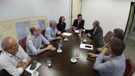 Vereador Anselmo Pereira esteve no Gabinete da Reitoria nessa terça-feira (18/2) e entregou cópia das emendas impositivas para o exercício de 2020