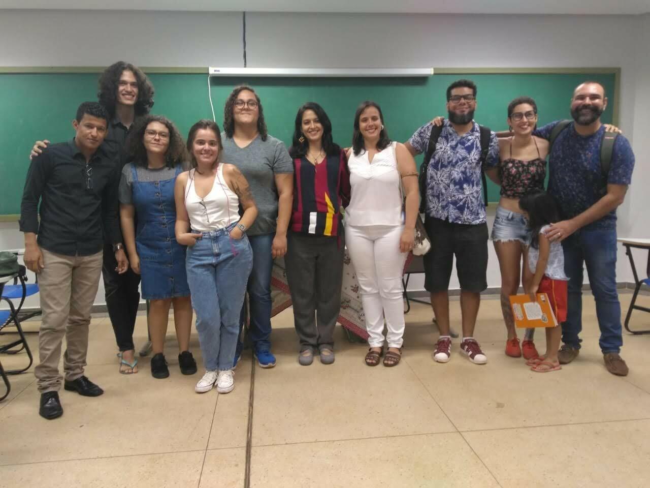 Foto com parte dos integrantes do Caroá