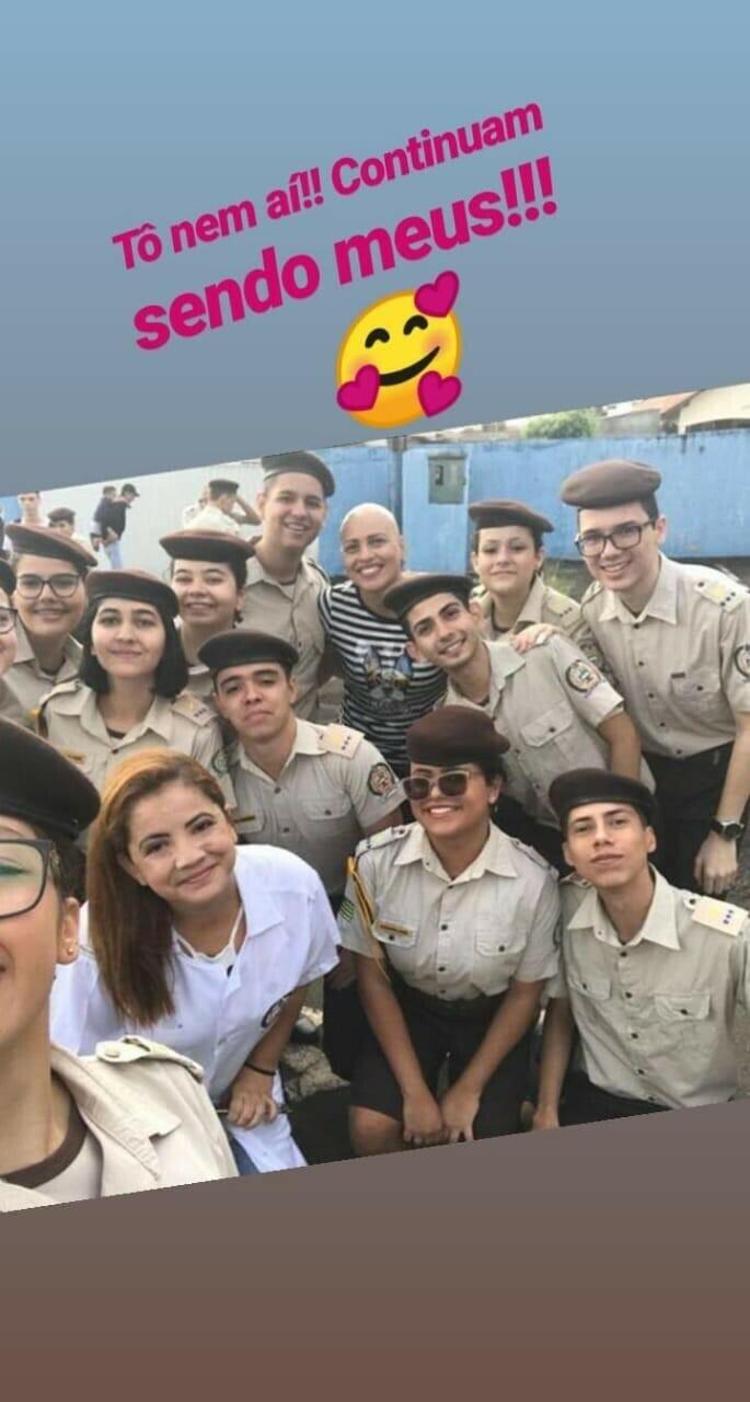 "Foto Rayanny e seus ""alunos"""