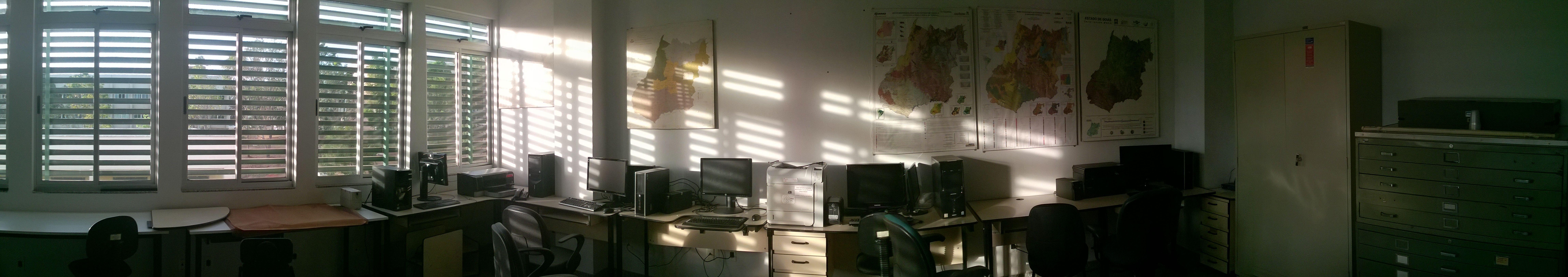 Vista panorâmica da sala de Geocartografia.