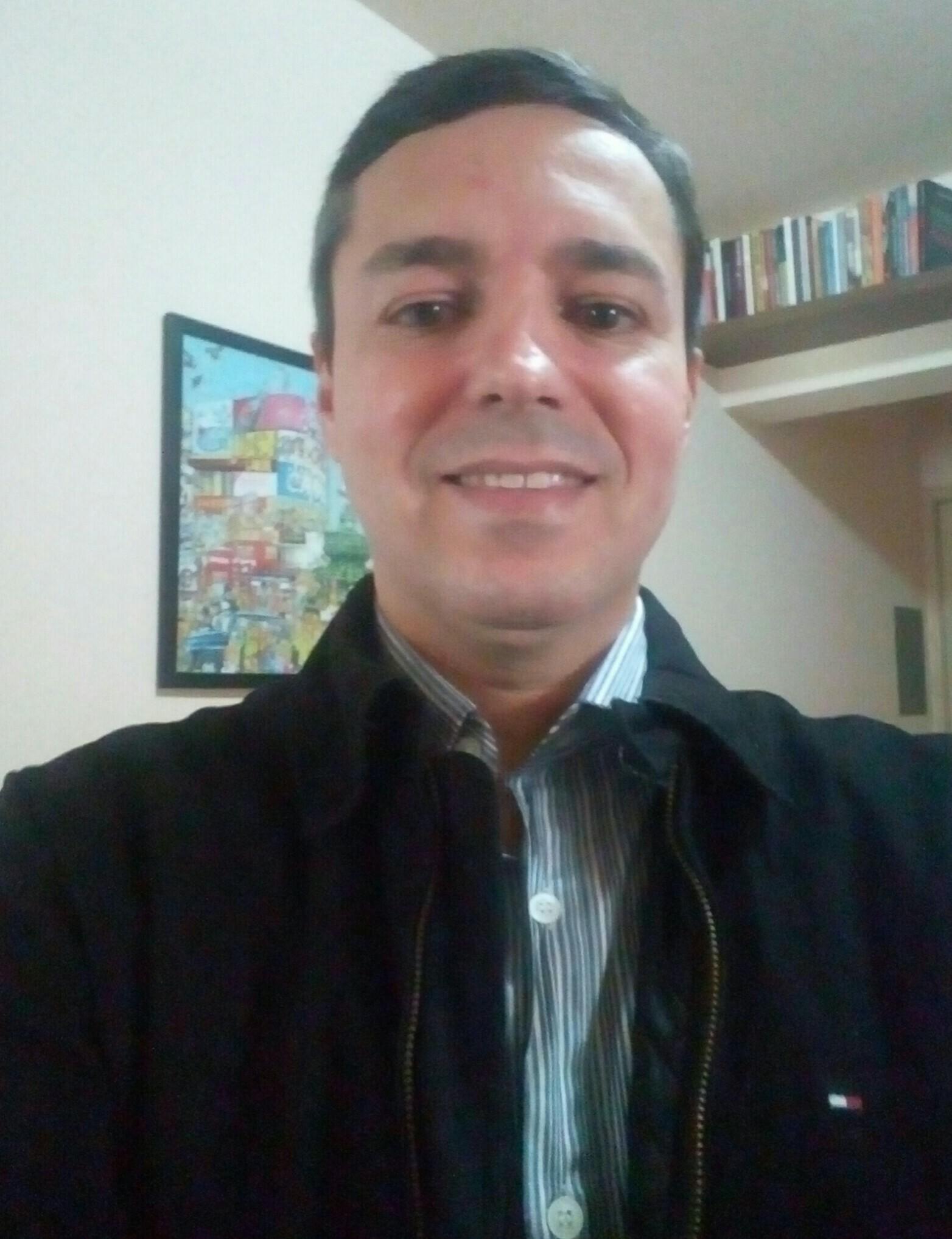 Prof Camilo Pereira