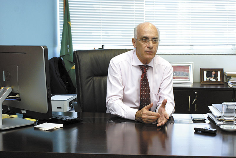 Foto do Reitor Orlando Afonso Valle do Amaral