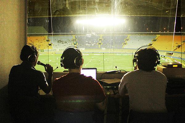 Resultado de imagem para narradores de futebol nas cabines