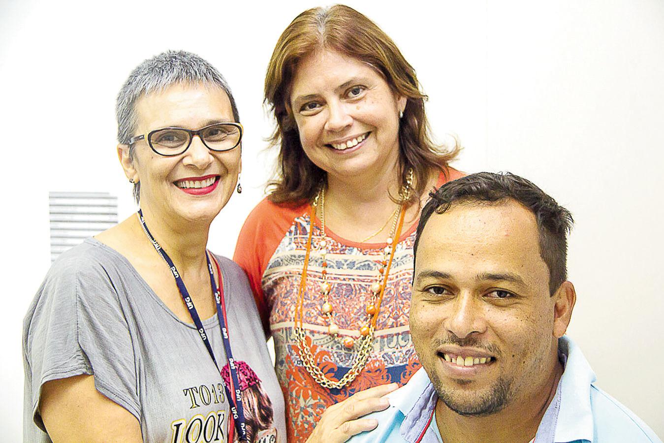 Secretário do Programa, Wederson Carlos, coordenadora atual do PPGEEB, Gene Maria, e primeira coordenadora, Deise Nanci