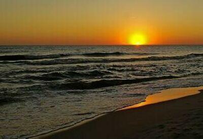 Sol Oceano PIXNIO-1441292-320x220. Obtido em https://pixnio.com/pt/paisagens/por-do-sol/por-do-sol-praia-sol-agua-amanhecer-mar-oceano-paisagem-crepusculo-nascer-do-sol