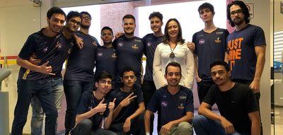 Membros da Mammuts e-sports e Diretora da RC