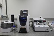 Analisador de Carbono Orgânico Total TOC-L SHIMADZU  Amostras liquidas, análise de carbono inorgânico, orgânico e nitrogênio.  Amostras sólidas, análise de carbono inorgânico, orgânico.