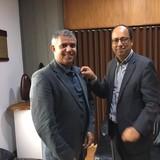 Reitor da Universidad de Caldas condecora Cleomar Rocha