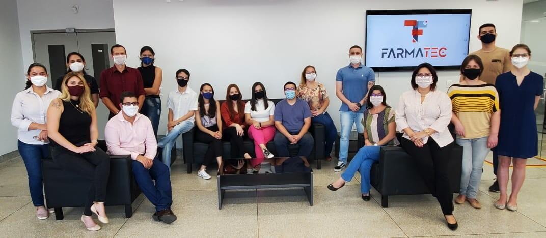 Time do FarmaTec em sua nova sede no campus Samambaia da UFG